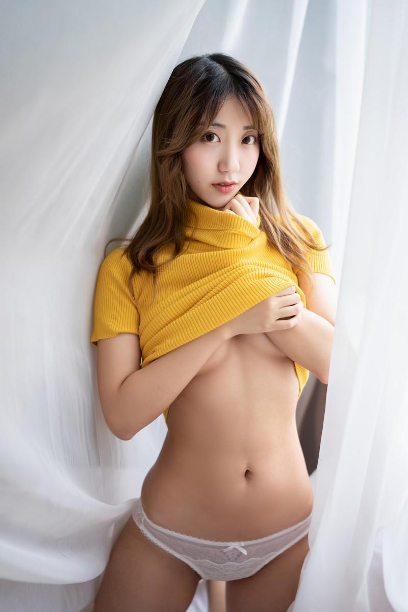 [黑川] 人气Coser 黄色毛衣 [19P/238M]